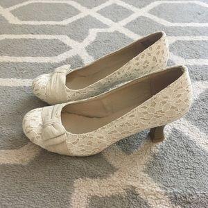 SO Lace kitten heels